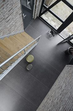 like the contrast of wood and dark basalt neolith floor. Perhaps use small entryway slabs incorporated in wood floor. click now for more info. Grey Flooring, Stone Flooring, Flooring Ideas, Floors, Ceramic Flooring, Basalt Stone, Buy Tile, Wood Stairs, Floor Patterns