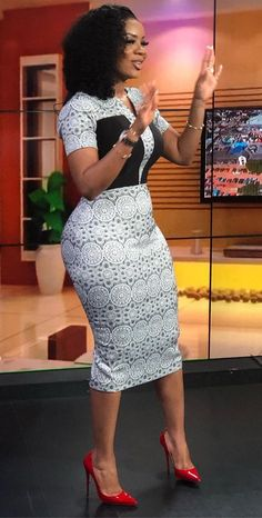 How to Look Classic Like Serwaa Amihere for Plus Size & Curvy Ladies 2019 30 Outfits Short African Dresses, Latest African Fashion Dresses, African Print Dresses, African Print Fashion, African Prints, Africa Fashion, Nigerian Fashion Dresses, African Women Fashion, Ankara Fashion