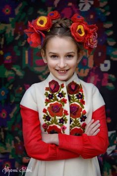 Alexander explained how 'young unmarried women' traditionally wore the wreaths during the spring Folk Fashion, Ethnic Fashion, Kids Fashion, Costume Russe, Folk Costume, Costumes, Mode Russe, Flower Headdress, Ethno Style