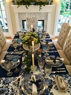 Another memorable Thanksgiving celebration with loved ones! The past few years w. Another memorable Thanksgiving celebration with loved ones! The past few years we have celebrated Thanksgiving at the Dacha. This year ou. Blue Table Settings, Elegant Table Settings, Beautiful Table Settings, Place Settings, Dining Room Table Decor, Deco Table, Decoration Table, Dining Rooms, Boho Home