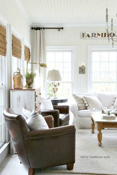 Savvy southern style : the current french farmhouse style sun room modern french country, french Modern French Country, French Country Living Room, Country Farmhouse Decor, French Country Decorating, Farmhouse Style, French Cottage, Modern Farmhouse, Country Kitchen, Living Room Designs