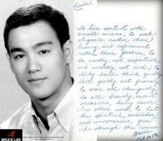 """Carta de Bruce Lee a Linda el 20 de octubre 1963: """"Vivir contentos con pequeños medios; buscar la elegancia en vez del lujo y el refinamiento en lugar de la moda; para ser digno, no respetable; para ser rico de alma, no de dinero; estudiar mucho, pensar tranquilamente, hablar suavemente, actuar con franqueza; sostener al otro alegremente, hacerlo valientemente, nunca apresurarse. En pocas palabras; permitir que lo espiritual, lo oculto y lo inconsciente crezcan a través de lo diario."""""""