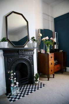 Excellent Images small Fireplace Hearth Thoughts How I restored a cast iron fireplace… Tips, tricks and before & after photographs. Cast Iron Fireplace Bedroom, Art Deco Fireplace, Black Fireplace, Small Fireplace, Fireplace Hearth, Living Room With Fireplace, Fireplace Design, Home Living Room, Living Room Decor
