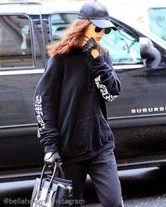 Celebrity Style | 海外セレブ最新ファッション情報 : 【ベラ・ハディッド】ウェービーヘアが新鮮!オールブラックのストリートコーデでお出かけ!