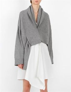 Contemporary Fashion - grey oversized top // Creatures of Comfort Style Outfits, Fashion Outfits, Womens Fashion, Fashion Details, Fashion Design, Contemporary Fashion, Pulls, Knitwear, Style Me