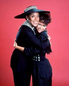 Debbie Allen and Phylicia Rashad Beautiful Black Women, Beautiful People, Celebrity Siblings, Celebrity Children, Dresses For Apple Shape, Phylicia Rashad, Debbie Allen, The Cosby Show, Women In History