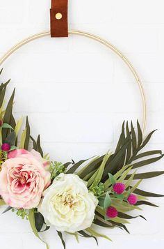 Best Decor Hacks : DIY Modern Spring Wreath make your own pretty floral hoop wreath Diy Craft Projects, Diy And Crafts, Craft Ideas, Décor Antique, Best Decor, Floral Hoops, Deco Floral, Hula Hoop, Craft Night