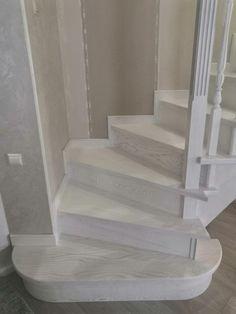 Лестница из дерева ручной работы.