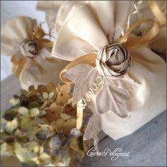 Sacchetto in cotone écru anemone in tela grezza per nozze d'oro semplici ed eleganti, Laura Pellegrini