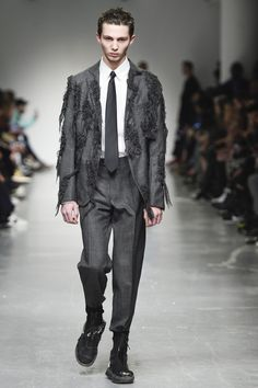 http://www.vogue.com/fashion-shows/fall-2017-menswear/casely-hayford/slideshow/collection