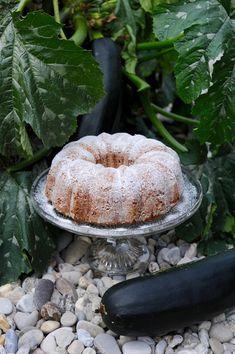 Cuketová bábovka | Kitchen Table Plum, Fruit, Food, Essen, Meals, Yemek, Eten