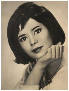 Marie José NAT '50-60 (20 Avril 1940)est une actrice française.Elle est la première star à avoir fait la première couverture du magazine Télé 7 Jours paru d'abord sous le nom Télé 60 le 26 mars 1960.Elle a publié en mai 2006 une autobiographie Je n'ai pas oublié.