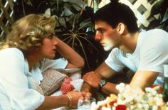 Still of Tom Cruise and Kelly McGillis in Top Gun (1986) http://www.movpins.com/dHQwMDkyMDk5/top-gun-(1986)/still-4073825280