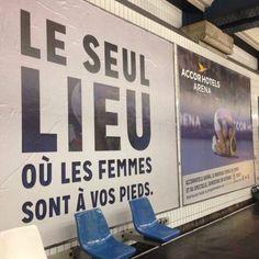 """Le groupe Accor va être dans la tourmente après qu'une publicité sexiste n'ait été diffusée dans le métro parisien:    C'est la ville de Paris qui demandera à ce qu'elle soit retirée:    La marque réagira sur Twitter: """"AccorHotels Arena regrette que sa campagne de communication ait suscité des réactions négatives et fait donc retirer le visuel en question"""""""