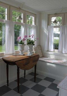Ideas For Corner Seating Kitchen Sunrooms Cottage Homes, Cottage Style, Corner Seating Kitchen, Dining Nook, Kitchen Corner, Room Kitchen, Kitchen Decor, Casas Magnolia, Enclosed Porches