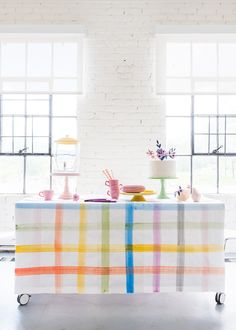 Adorable plaid tablecloth! Perfect for a summertime family picnic!