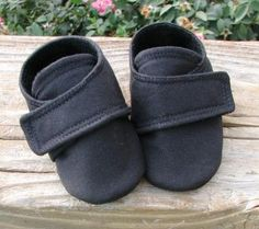 baby shoes for an outdoor shoot via etsy