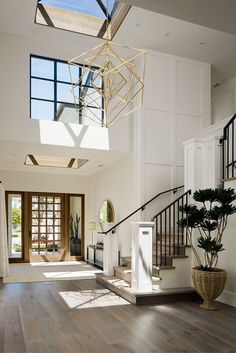 Farrow and Ball All White Foyer Two story foyer with skylight and grid board and. - interior design creative Farrow and Ball All White Foyer Two story foyer with skylight and grid board and… - Home Decoraiton Style At Home, Interior Design Minimalist, Scandinavian Interior, Modern Interior Doors, Natural Modern Interior, Two Story Foyer, Natural Home Decor, California Homes, California Decor