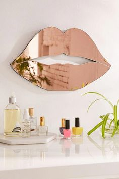 Lips Mirror – Urban Outfitters - Diy Home Decor Cute Dorm Rooms, Cool Rooms, Décoration Rose Gold, Handmade Home Decor, Diy Home Decor, Mirrors Urban Outfitters, Farmhouse Side Table, Farmhouse Decor, Living At Home