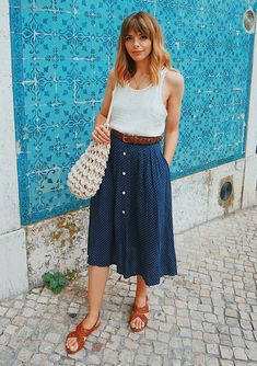 8 Skirts You Can Try This Summer, If Sundresses Aren't Your Thing. Chic, cute, and fresh outfits with skirts you can wear during the summer. Source by culturacolectiva outfits Pencil Skirt Outfits, Casual Skirt Outfits, Fresh Outfits, Mode Outfits, Spring Outfits, Fashion Outfits, Long Skirt Outfits For Summer, Casual Skirts, Look Fashion