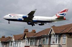 """Didžiosios Britanijos oro linijų lėktuvas buvo priverstas grįžti atgal į oro uostą dėl per """"kvapnaus krovinio"""" tualete: http://skaitalas.lt/didziosios-britanijos-oro-liniju-lektuvas-buvo-priverstas-grizti-atgal-i-oro-uosta-del-per-kvapnaus-krovinio-tualete-741"""