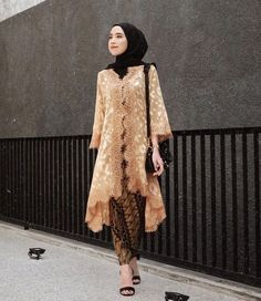 Discover recipes, home ideas, style inspiration and other ideas to try. Kebaya Modern Hijab, Model Kebaya Modern, Kebaya Hijab, Model Kebaya Muslim, Kebaya Lace, Kebaya Dress, Dress Brokat Muslim, Kebaya Simple, Kebaya Wedding