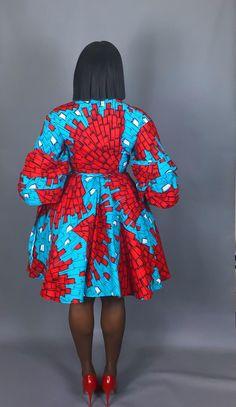 C'est la robe parfaite pour tous les occasions.features une manche plaquée surdimensionnée pour un look élégant de déclaration. Peut être la robe vers le bas pour un look décontracté ou porté avec des talons pour un look glam. Vous êtes assuré de faire tourner les têtes dans cette pièce. African Wear Dresses, Latest African Fashion Dresses, African Attire, Dinner Date Dresses, African American Fashion, Ankara Short Gown Styles, Blazer Fashion, Unique Dresses, Print Wrap