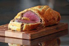 Beef Wellington an Rotwein-Sauce