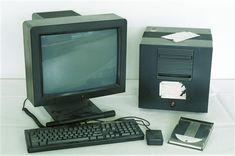 [Texto publicado originalmente en inglés en la web del CERN.) El 30 de abril de 1993, el CERN (Organización Europea para la Investigación Nuclear) hizo público un comunicado por el que ponía la tecnología de la World Wide Web (algo así como «la red de escala mundial», origen de las ubicuas «www»; o, simplemente, la …
