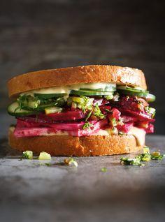 Ricardo& recipe: Beet and Tofu Deli Sandwich Tofu Sandwich, Deli Sandwiches, Vegetable Recipes, Vegetarian Recipes, Healthy Recipes, Healthy Foods, Chicken Recipes, Wraps, Vegetarian Cooking