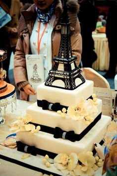New Bridal Shower Themes Paris Eiffel Towers 26 Ideas Paris Birthday Cakes, Paris Themed Cakes, Paris Themed Birthday Party, Paris Cakes, 16 Birthday Cake, Themed Wedding Cakes, Paris Party, Spa Birthday, Eiffel Tower Cake