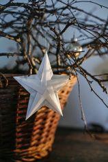 Schöner und relativ einfacher Stern. Besonders schön, wenn man für die zwei Sternteile unterschiedliches Papier verwendet.
