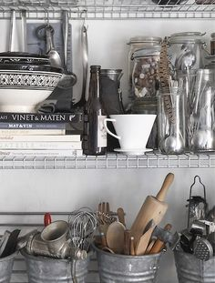 Kitchen accessories stored in jars and buckets. Kitchen Worktop, Kitchen Pantry, Kitchen Countertops, New Kitchen, Ikea Omar, Large Bookshelves, Best Home Interior Design, Traditional Sofa, Big Beds