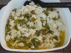 Lor Peynirli Biber Kızartması - Zehra Şener #yemekmutfak.com Lorlu biber kızartması çok lezzetli bir tariftir. Hafta sonu kahvaltıları için hazırlayabileceğiniz gibi meze olarak da sunabilirsiniz. Lor peyniri ile biberin muhteşem uyumunu isterseniz taze fesleğen, nane, maydanoz ve dereotu ile zenginleştirmek mümkün.