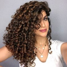 Projeto Along Hair Curly Hair Tips, Curly Hair Care, Long Curly Hair, Curly Hair Styles, Ombre Hair Color For Brunettes, Highlights Curly Hair, Crimped Hair, Curls Hair, Colored Curly Hair
