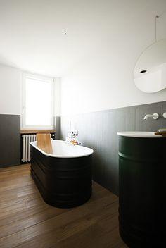 Luca Compri (Studio LCA), appartamento a Varese (Italy), 2013. #Vieques (Patricia Urquiola) #bathtub and #washbasin by @agapedesign  www.gasparinionline.it