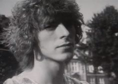 David Bowie London, 1969 © Alec Byrne