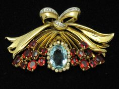 DeROSA  Vintage Jewelry  Gold Plated Rhinestone Bow Fur Clip Pin HUGE