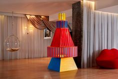Yinka Ilori has rounded off a busy year by designing a stylised Christmas tree for London's Sanderson hotel, featuring his signature colourful aesthetic. Tall Christmas Trees, Christmas Tree Design, Colorful Christmas Tree, Christmas Colors, Merry Christmas, Urban Rooms, Dulwich Picture Gallery, Sawn Timber, Colorful Chairs