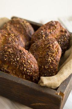 Es muss nicht immer Brot zum Frühstück sein: ich habe hier ein einfaches und schnelles Rezept für leckere Low Carb Eiweißbrötchen