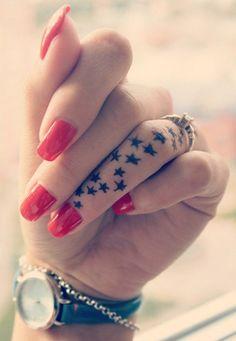 Idée de tatouage étoiles sur le doigt