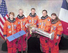 Ovni em formato de disco é filmado pelo Ônibus Espacial Columbia.