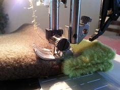 20131216_095253 :: Comment coudre des surépaisseurs sans que la machine patine. Simple mais astucieux! Remake Clothes, Underwear Pattern, Diy Couture, Blog Couture, Sewing Lessons, Sewing Hacks, Sewing Projects, Fashion Fabric, Couture Sewing Techniques