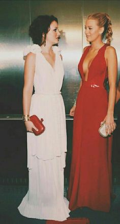 Gossip Girl's Serena Van Der Woodsen and Blair Waldorf High-end Fashion Gossip Girls, Mode Gossip Girl, Estilo Gossip Girl, Gossip Girl Outfits, Gossip Girl Fashion, Look Fashion, Dress Fashion, Gossip Girl Gowns, Fashion Design