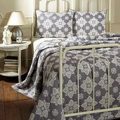 Adelaide Grey Twin Quilt Bundle (Quilt and 1 Standard Sham)