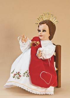 Vestido de niño dios Sagrado corazón de Jesús, México. Jesus Clothes, Crochet Wedding Dresses, Baby Jesus, Religious Art, Aurora Sleeping Beauty, Disney Princess, Disney Characters, Christmas, Kids