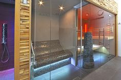 Sauna/steam/shower by VSB Wellness Steam Shower Cabin, Spa Rooms, Steam Room, Steam Showers, Saunas, Home Spa, House Extensions, Glass Shower, Spa Day