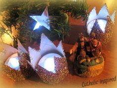 Crown Craft for the Epiphany {So Easy} & The Wisemen have finally found Jesus! | Catholic Inspired ~ Arts, Crafts, and Activities!