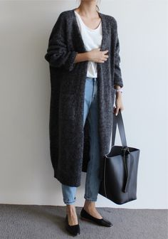 Maxi grey cardigan sweater, high waisted mom jeans, white tshirt, black flats