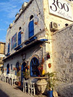 360 Degree Alacati Teras #cafe #restaurant #izmir #turkey Restaurant Concept, Cafe Restaurant, Alacati Turkey, Turkey Destinations, 360 Virtual Tour, Restaurant Exterior, Republic Of Turkey, Travel Memories, Istanbul